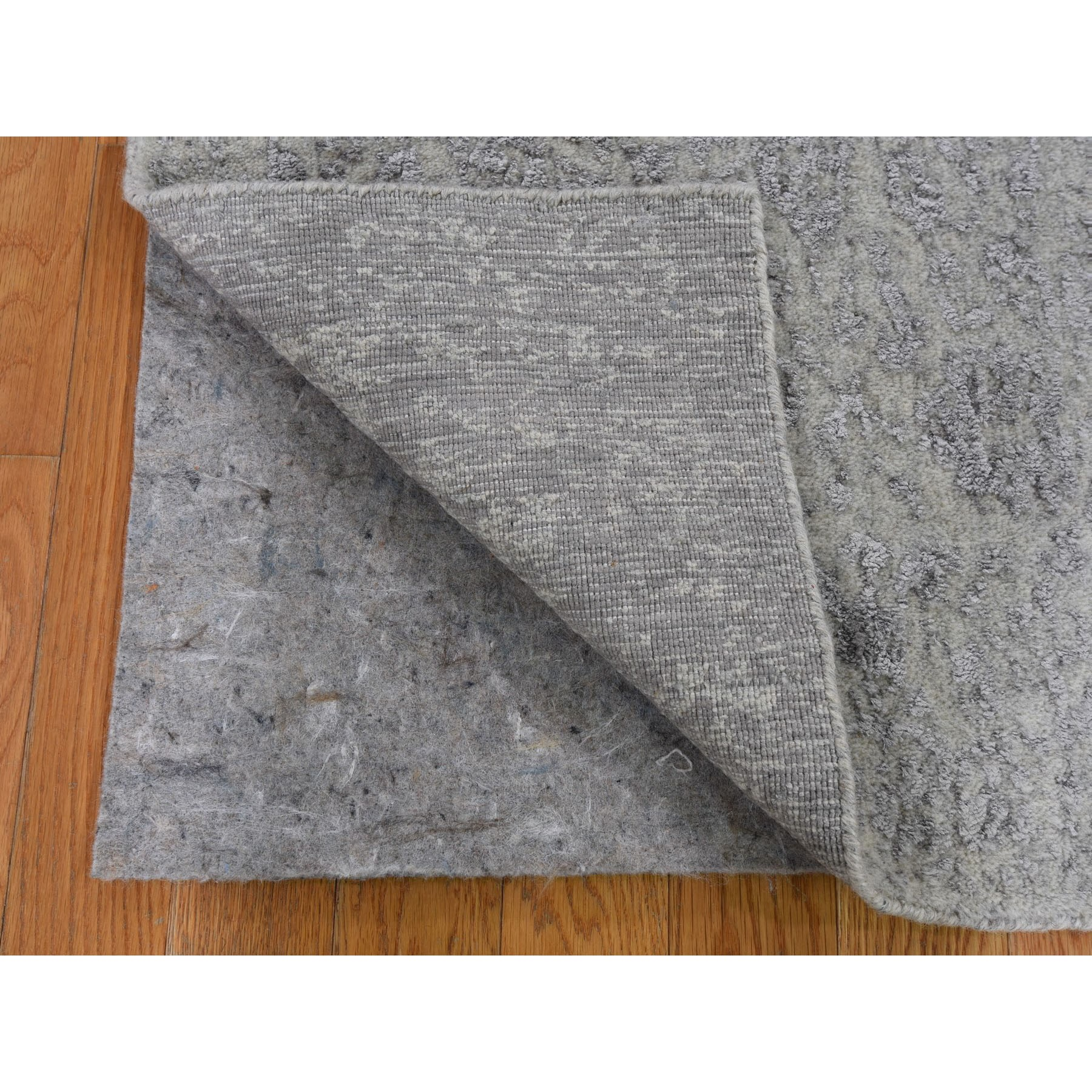 2'x3' Gray Wool And Silk Jacquard Hand loomed Oriental Rug