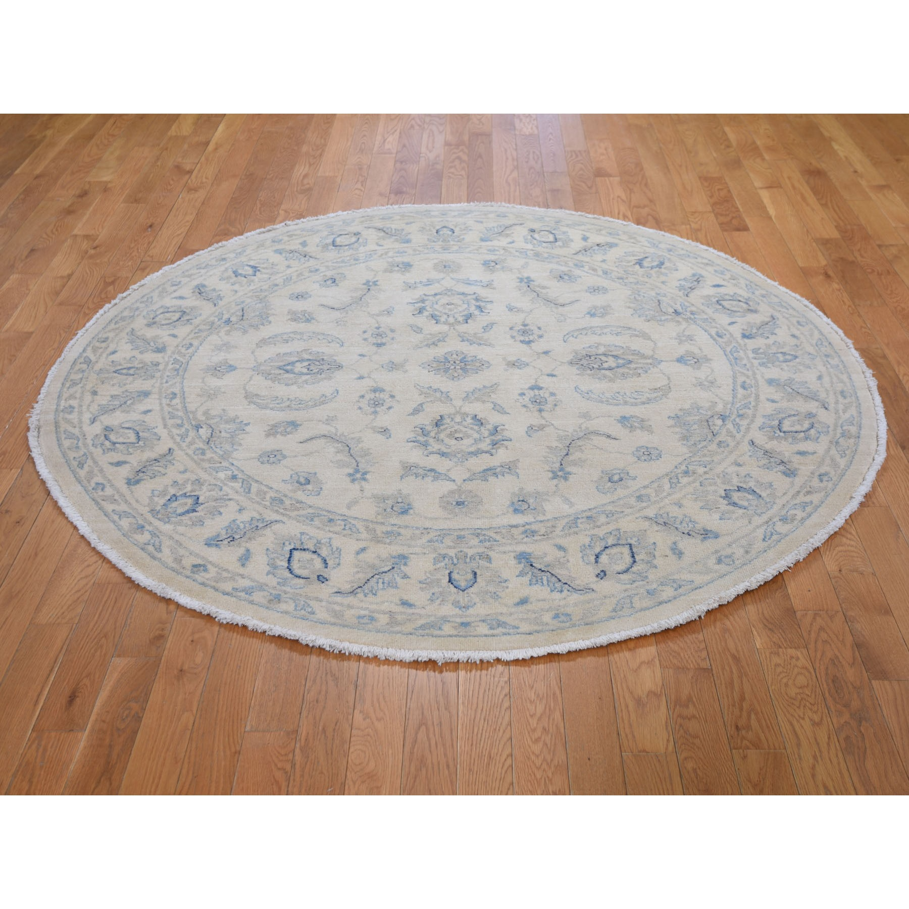 "6'1""x6'1"" Ivory Zeigler Mahal Round Hand Woven Pure Wool Oriental Rug"