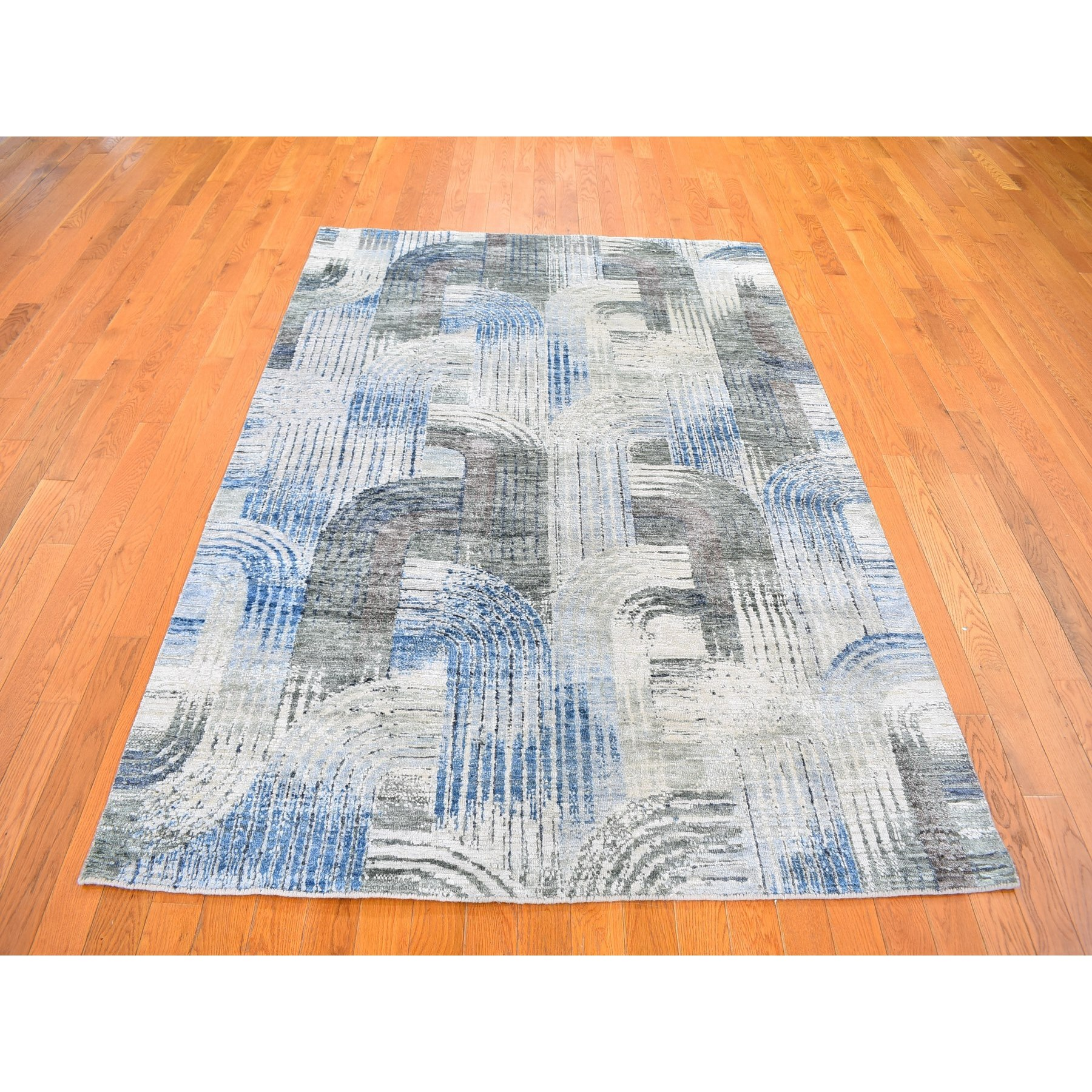 "5'1""x7' THE INTERTWINED PASSAGE, Silk with Textured Wool Hand Woven Oriental Rug"